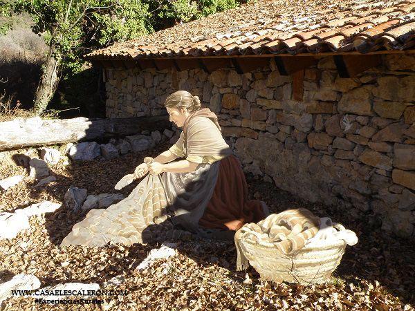 Mujer haciendo la colada