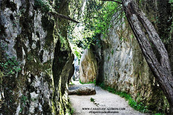 En la ciudad encantada hay estrechos callejones bajo un mar de piedra
