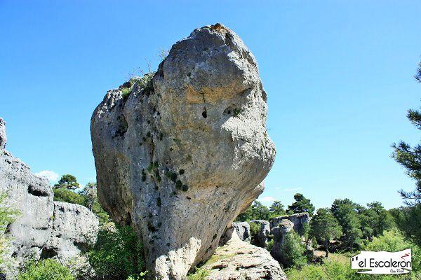 formaciones rocosas en los callejones