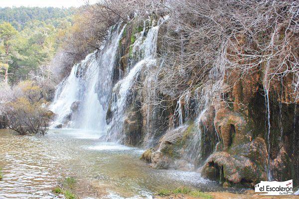 caida de agua de la cascada del rio cuervo
