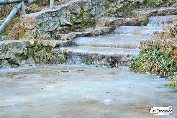 escaleras congeladas nacimiento del rio cuervo