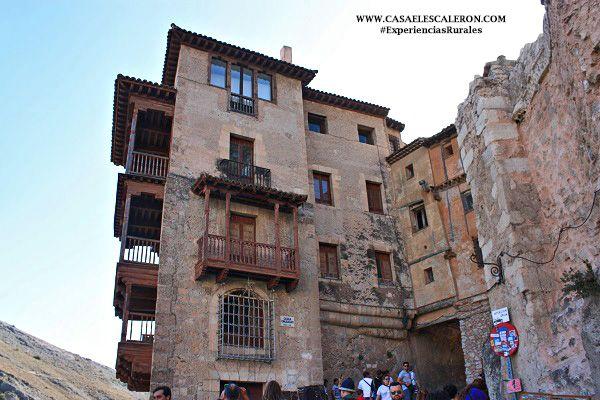 Sus grandes balconadas, una de las peculiaridades de las casas colgadas