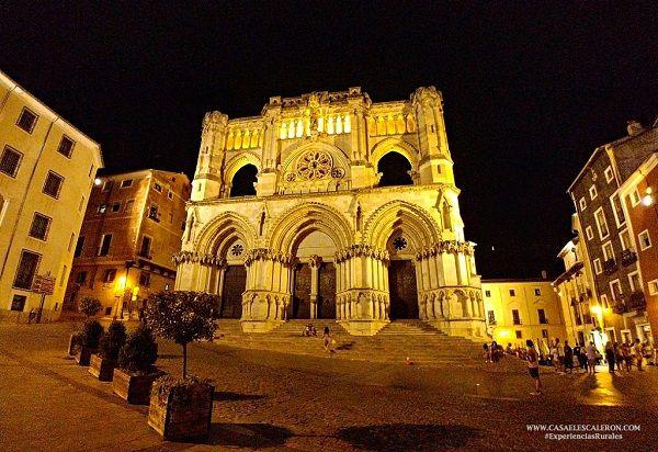 Plaza Mayor de Cuenca por la noche