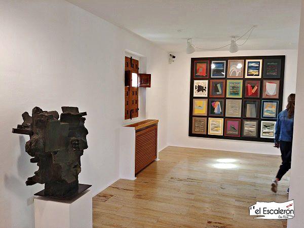 Pasillo del Museo de Arte abstracto español