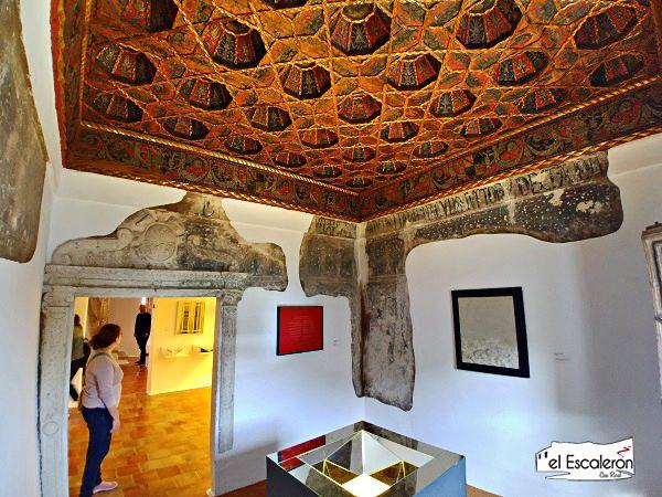 Sala decorada Museo arte abstracto cuenca