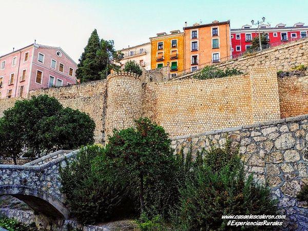 Restos de la muralla de Cuenca, por la ribera del Huécar