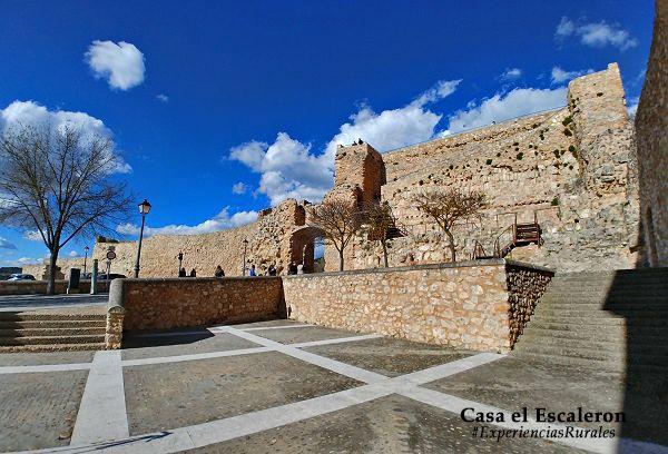 Ruinas del castillo, arco de bezudo y mirador del castillo de cuenca