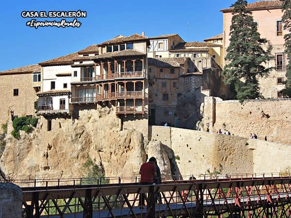 Casas Colgadas y Puente de San Pablo con niños